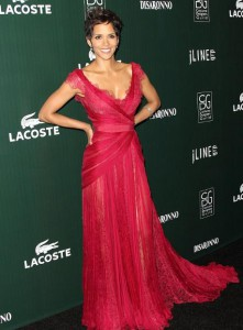 Хелли Берри в красном платье