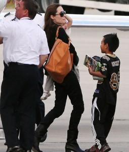 Анджелина Джоли с семьей