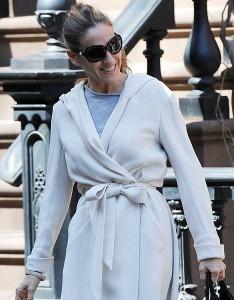 Сара Джессика Паркер пошла гулять в халате