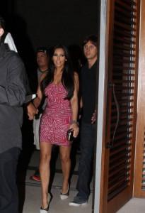 Ким Кардашян гуляет по Майами