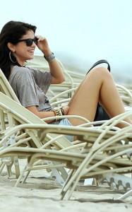 Селена Гомес на пляже
