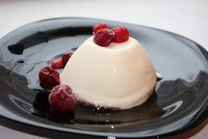 Рецепты на Новый год 2014: панакота с ягодным соусом